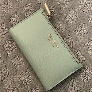 Sylvia small slim bifold wallet Pistachio